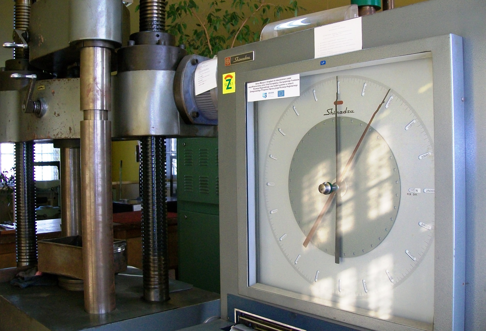 Maszyna wytrzymałościowa Shimadzu - Laboratorium Badania Metali